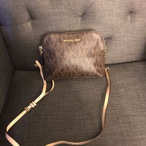 MICHAEL KORS DOME PURSE / NEW WITHOUT TAGS
